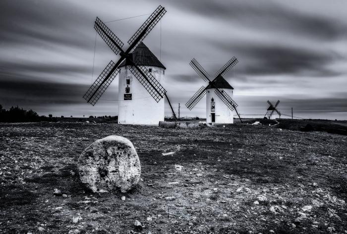 molinos en blanco y negro III